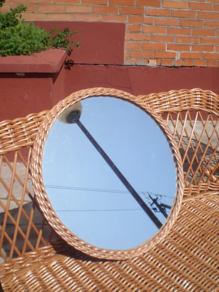 Зеркало в плетеной раме