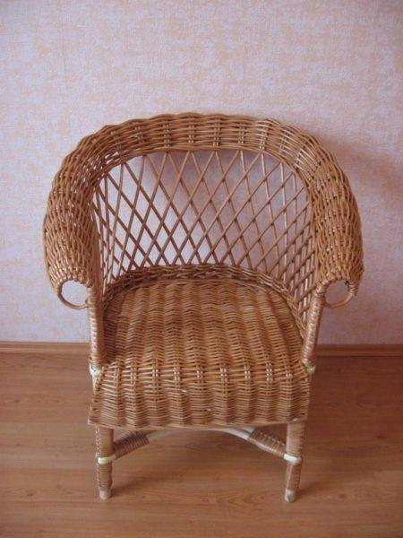 Плетеное кресло для отдыха