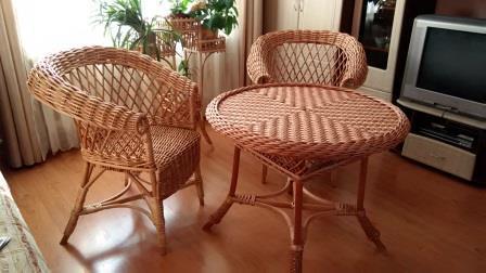 Плетеный стол с креслами