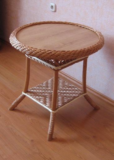 Круглый плетеный столик