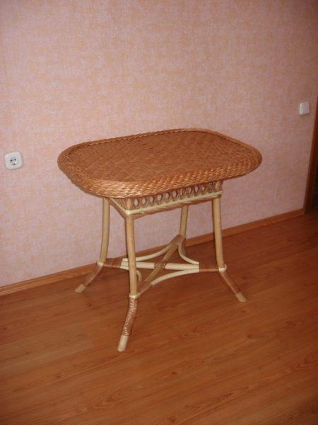 Плетеный прямоугольный стол