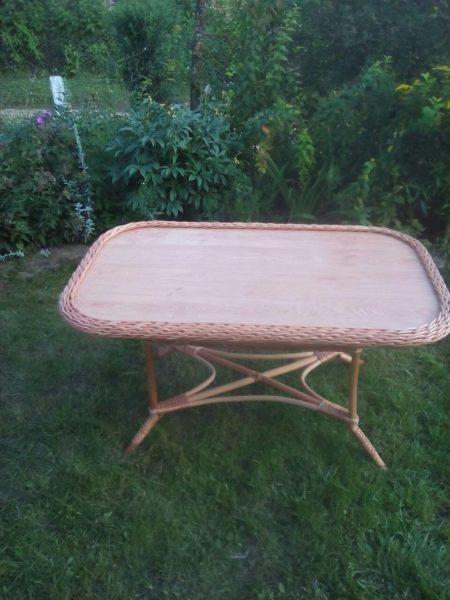 Большой прямоугольный стол
